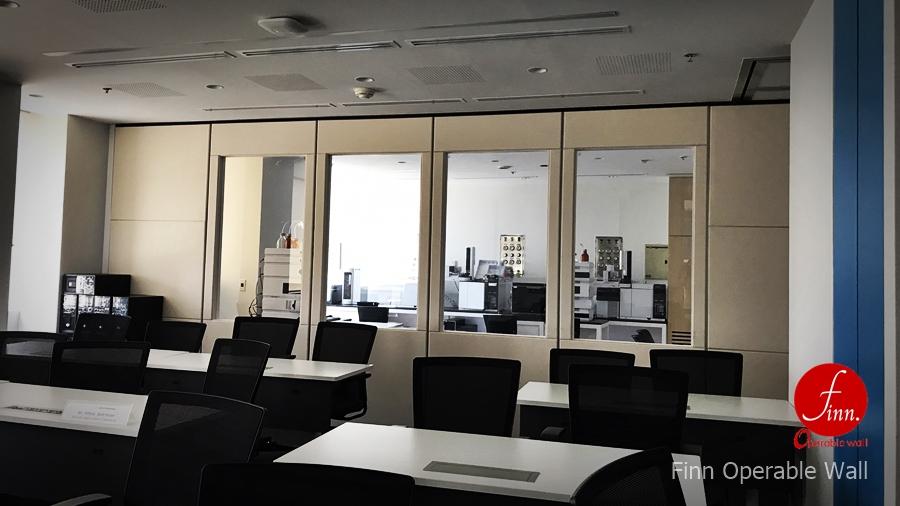 ผลงานผนังบานเลื่อนกระจกกันเสียงเคลื่อนที่ Agilent Technologies@กรุงเทพมหานคร โดย บริษัท ฟินน์ เดคคอร์ จำกัด ผนังบานเลื่อนกระจกกันเสียงเคลื่อนที่อเนกประสงค์ สำหรับห้องประชุม อบรม สัมมนา และจัดเลี้ยง