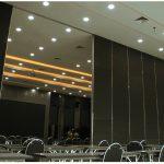 ผนังบานเลื่อนกั้นห้องกันเสียง FINN ใช้สำหรับห้องประชุม By FINN De'cor